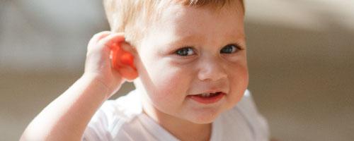 niño escuchando chino mandarin